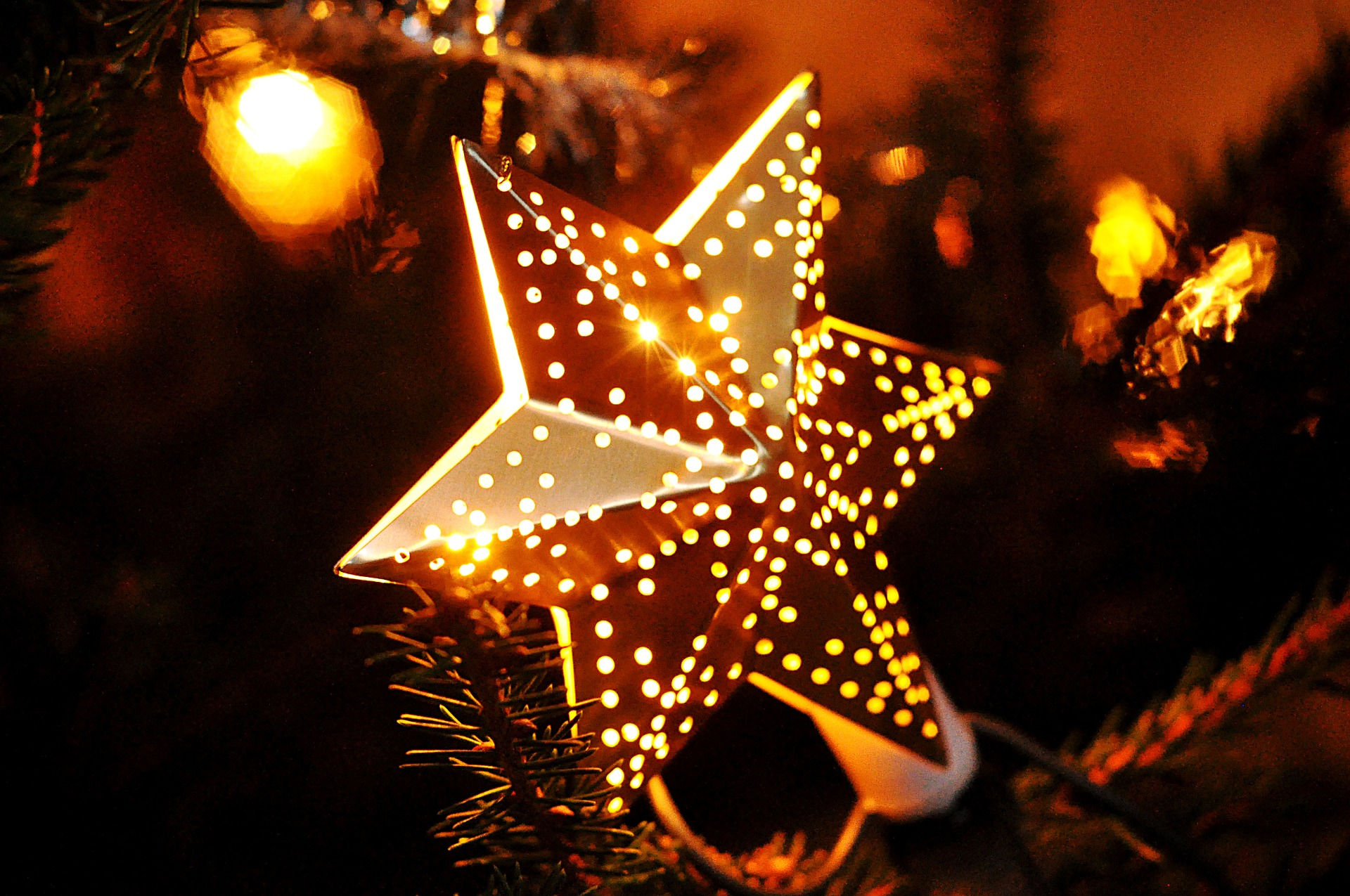 Significado de los adornos del arbolito de navidad rosa for Cuales son los adornos navidenos