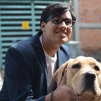 La razón de alzar la voz tras el incidente del restaurante que negó acceso a ciego por su perro guía